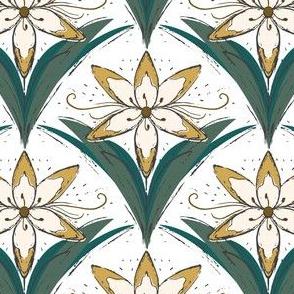 Vintage Cream Lily Scallop