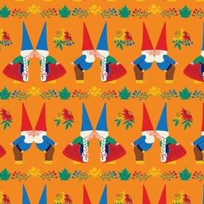 Kissing Gnomes (Orange) - Small Scale