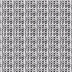 Hand Knit - 09 Black