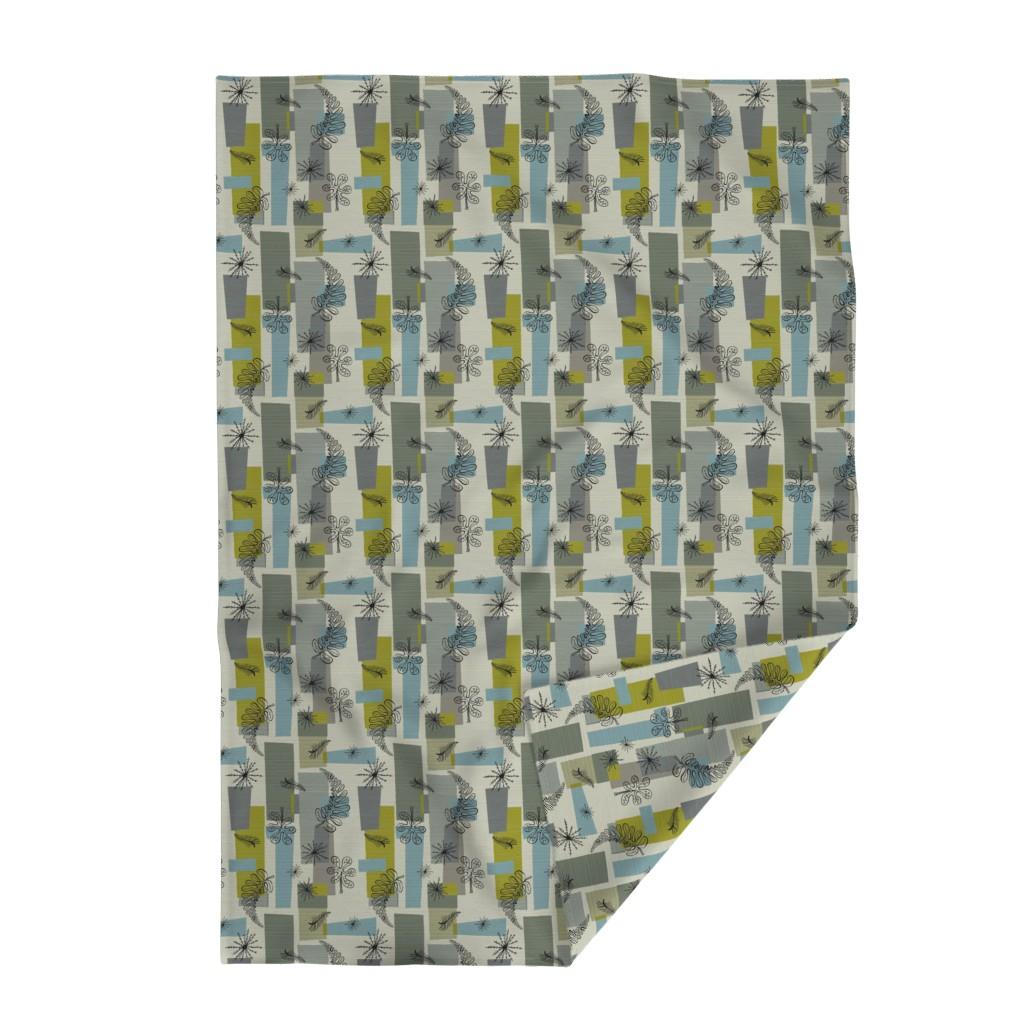 Lakenvelder Throw Blanket featuring 50s Floral /01 by elizabeth_hale_design