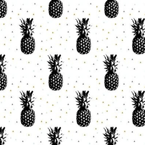 Black Pineapples // triangles