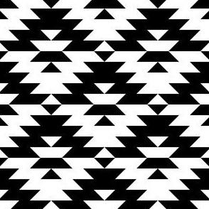 04443386 : kilim4 : black + white