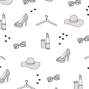 Fun night out fashion accessories and make up lipstick sunglasses and summer fashion print for stylish girls beige