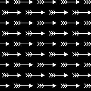arrows right reversed » black + white no.3