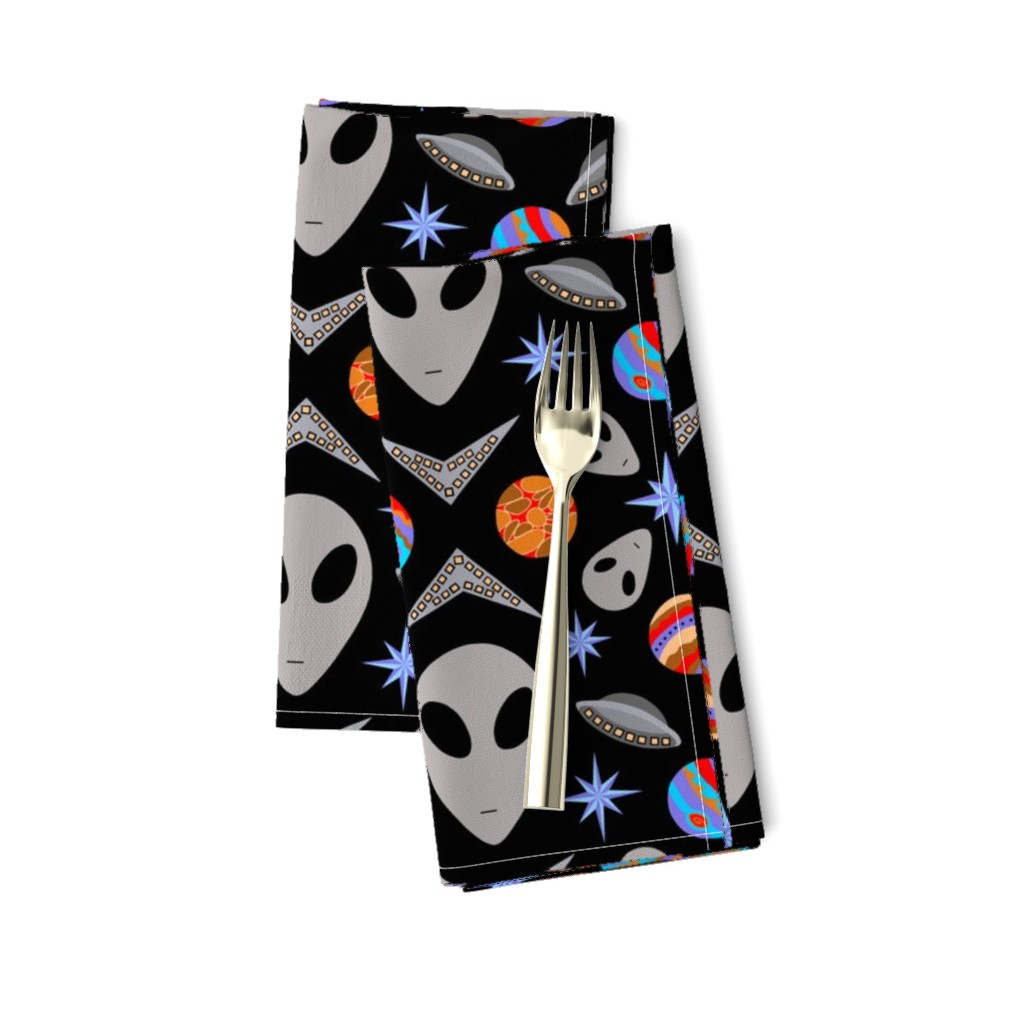 Amarela Dinner Napkins featuring Aliens And UFOs In Space [on black] by theartofvikki