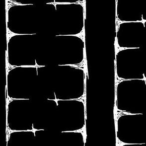 Scribble Goth - Cross Stripe 2 in black