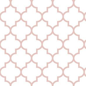 quatrefoil LG dusty pink on white