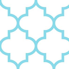 quatrefoil XL sky blue on white
