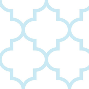 quatrefoil XL ice blue on white
