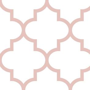 quatrefoil XL dusty pink on white