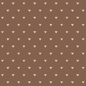 Triangular Leaves Polka / Brown