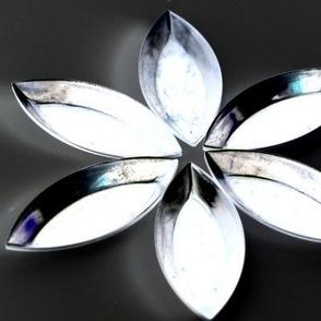 Mini Baking Tin Flowers