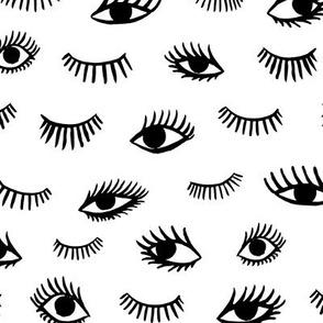trendy eyelashes  - medium scale black and white