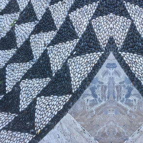 Pebble mosaic black and white