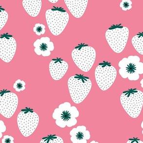 2012 0601 10906Summer strawberry garden pink white