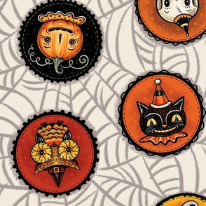 Halloween Saucers on Webs Cream